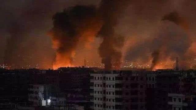 战斗在凌晨打响大批战机夜袭伊朗7座军事基地被炸毁