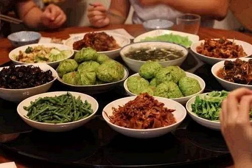 吃饭时先吃蔬菜,还是先吃主食?夏季减肥期间,吃饭顺序很关键