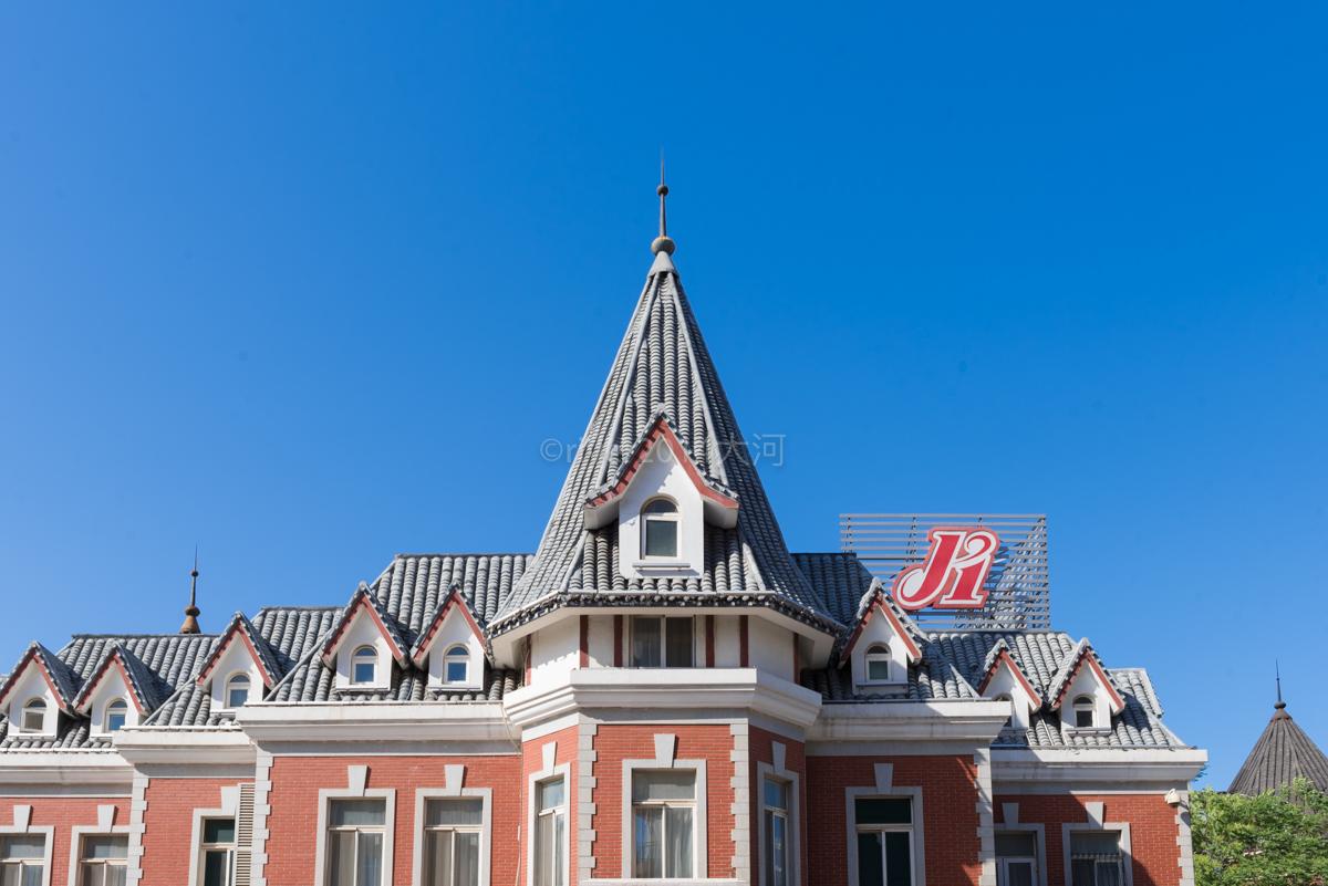 哈尔滨俄罗斯一条街_大连保留着一条俄罗斯风情街,老房子已有百年成了旅游热点_游客