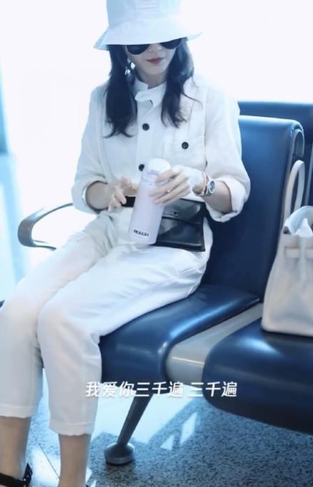 王鷗新戲殺青返回北京,咳嗽不斷身體生病,機場生圖太漂亮 作者: 來源:芒果撈娛樂學妹