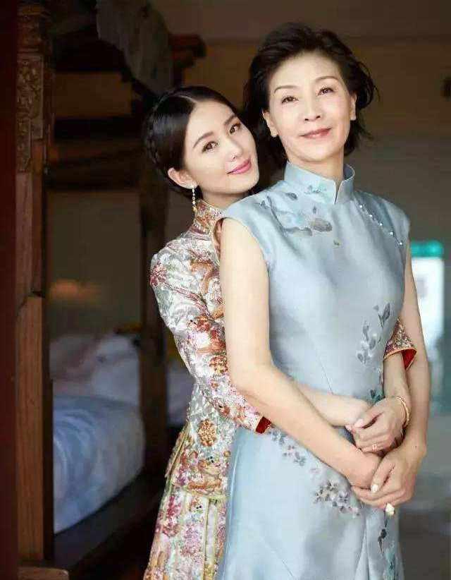 明星妈妈有多美?刘诗诗妈妈美上热搜,而她比27岁的邓紫棋还年轻 v118.com