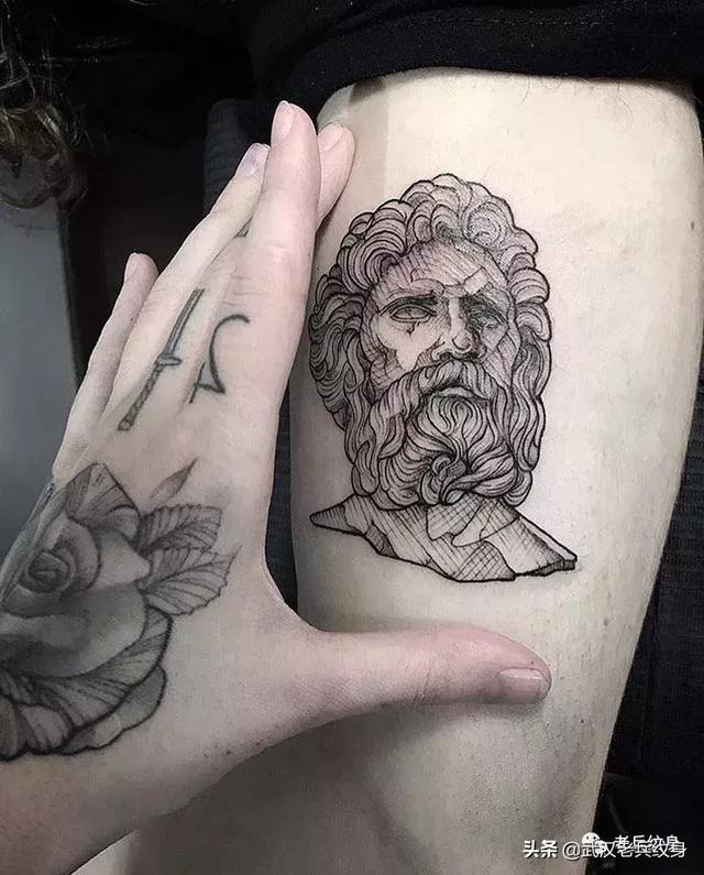 男生胳膊手臂奧德修斯紋身圖片