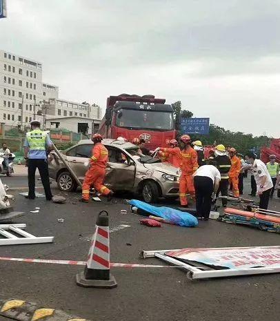 悲剧!2人身亡3人受伤,赣州某高校老师一家遭遇车祸图片