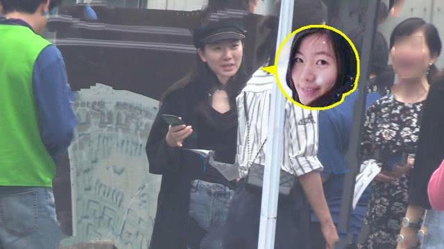 未露面的郑嘉颖罕见携手老婆陈