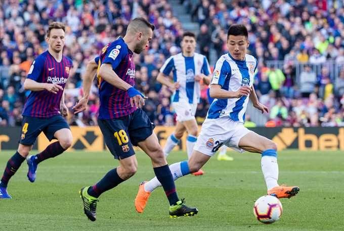 武磊身价高达1000万欧元 球迷:在西甲再踢一年会造成几何?