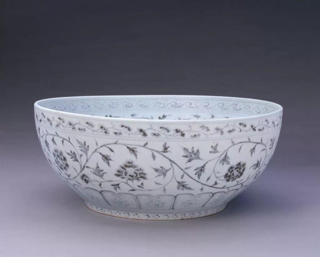 【名称】:明洪武青花缠枝花卉纹碗