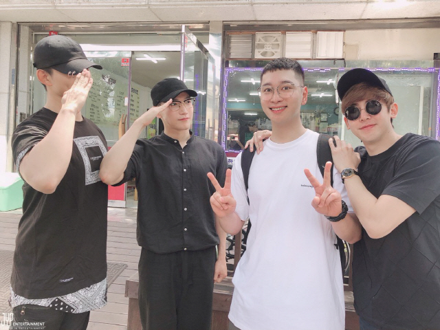 2PM灿盛11日低调入伍 尼坤泽演Jun.K现身送行 2019-06-11 15:06 来源:搜狐韩娱