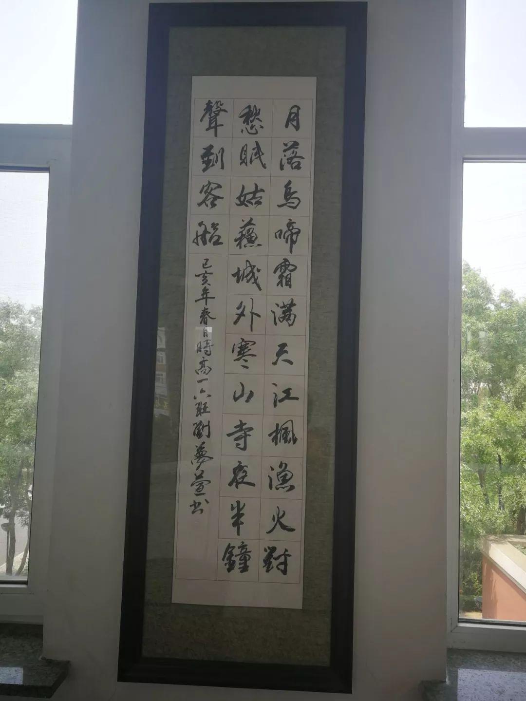 笔舞江山随心间,墨泼天地换诗篇,纸上黑白吞六合,砚中乾坤...