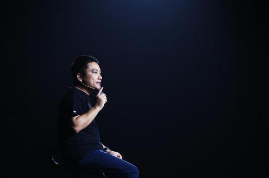 """华米发布两款旗舰新品 打造""""三位一体""""健康云服务"""