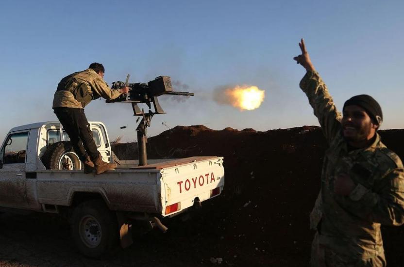 库尔德武装在。面对。土耳其绝对。火力上风时,根本异国逆抗之力,固然在。战场上展现过库尔德武装将土耳其军事基地炸出一个缺口,然后大量武装人。员乘坐皮卡冲向缺口袭击的情景,但是库尔德武装的抨击无法对。土耳其造成。致命胁迫,因而十足落入下风。