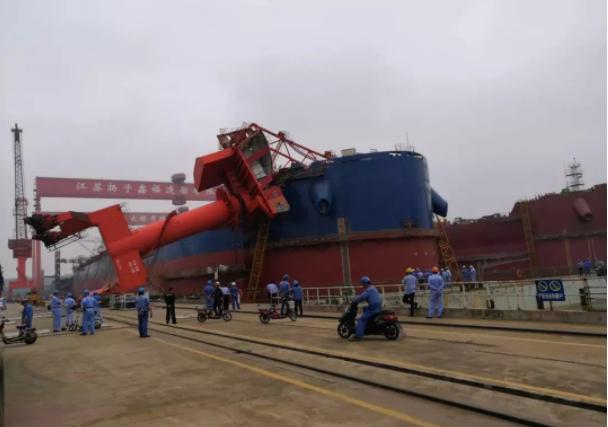 意外发生!国内一造船厂突现吊机倒塌事故,船舶