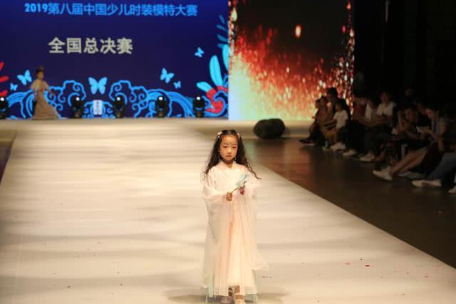 美韵模特张皓轩祝紫晴闫曦之刘璐玥星耀2019第八届中国少儿服装模特