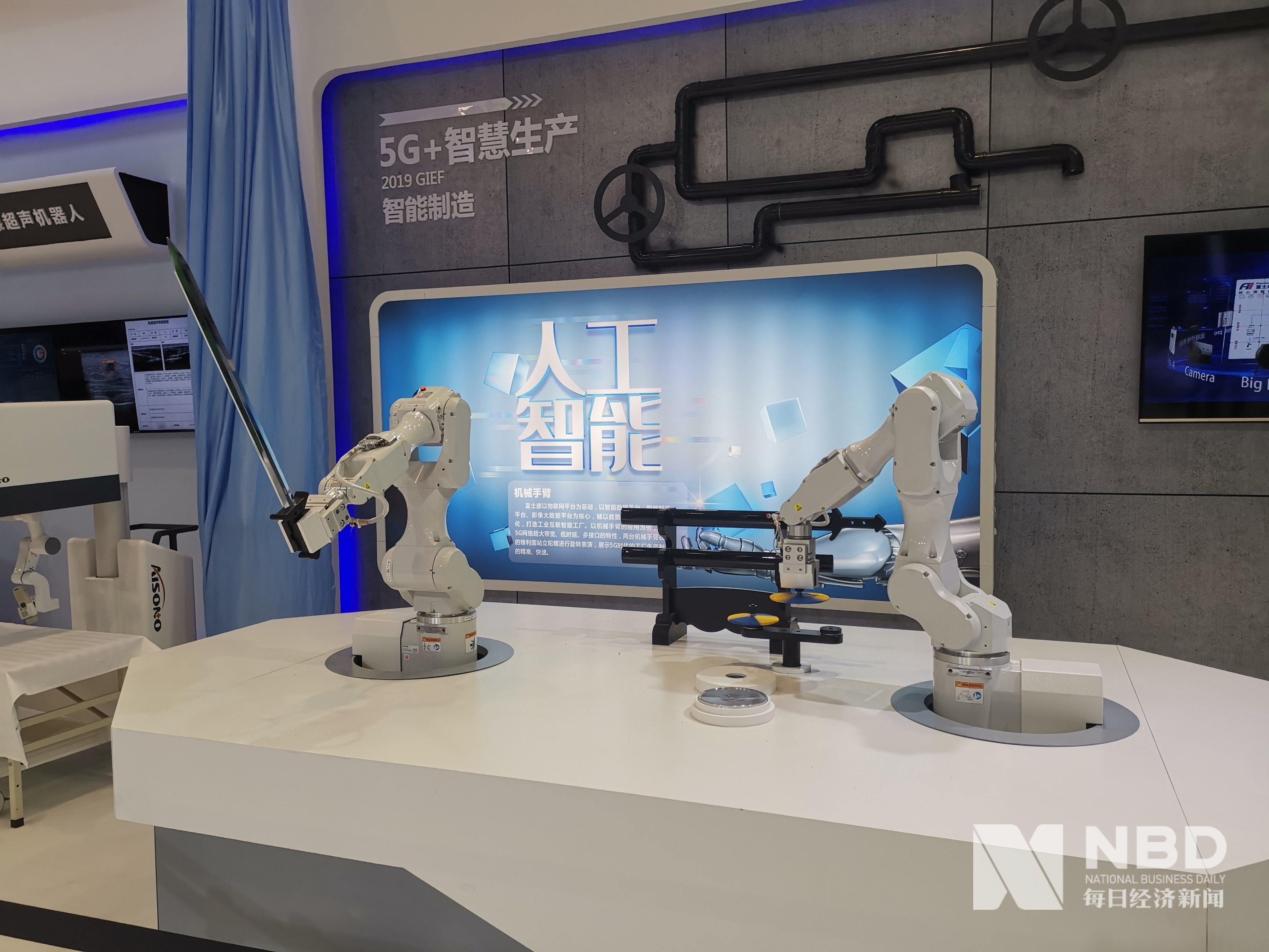 来看成都创交会吸睛大杀器:机器人舞剑,意在5G!