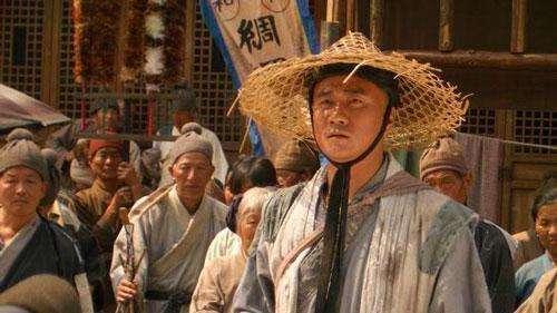朱元璋去寺庙拜佛,问方丈是否要跪拜,方丈回答8字免了杀身之祸