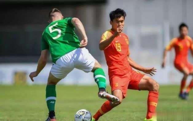希丁克率领国奥队大比分输给爱尔兰,为什么大家为他鸣不平?_比赛