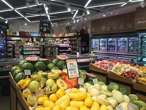 今年水果特别贵   一个小区开了4家直营店 100米四家店竞争激烈