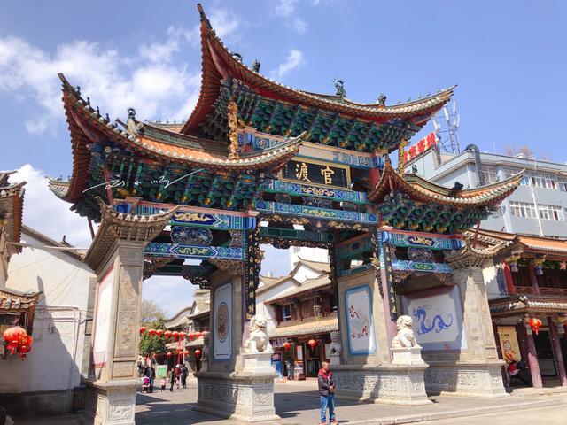 外地游客到云南昆明的官渡古镇去玩,当地朋友说:一定要吃粑粑!