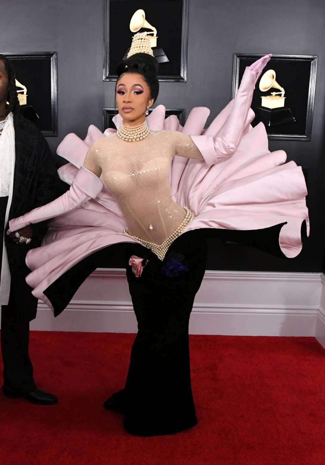 蚌精Cardi B,Drama女王Gaga,百变水果姐,上半年奇葩红毯秀大盘点