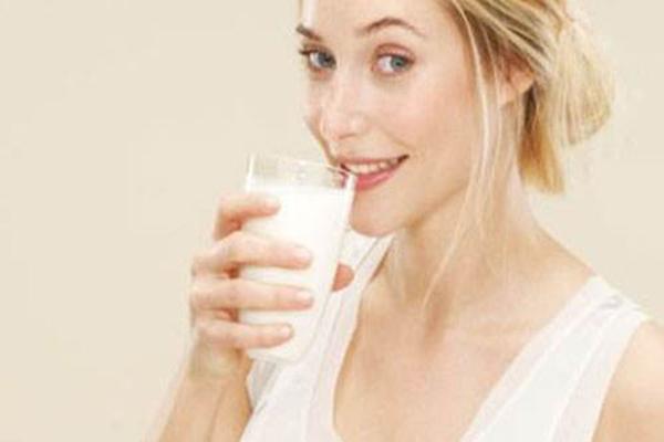 孕妇喝什么奶粉好些 怀孕几个月喝奶粉最好