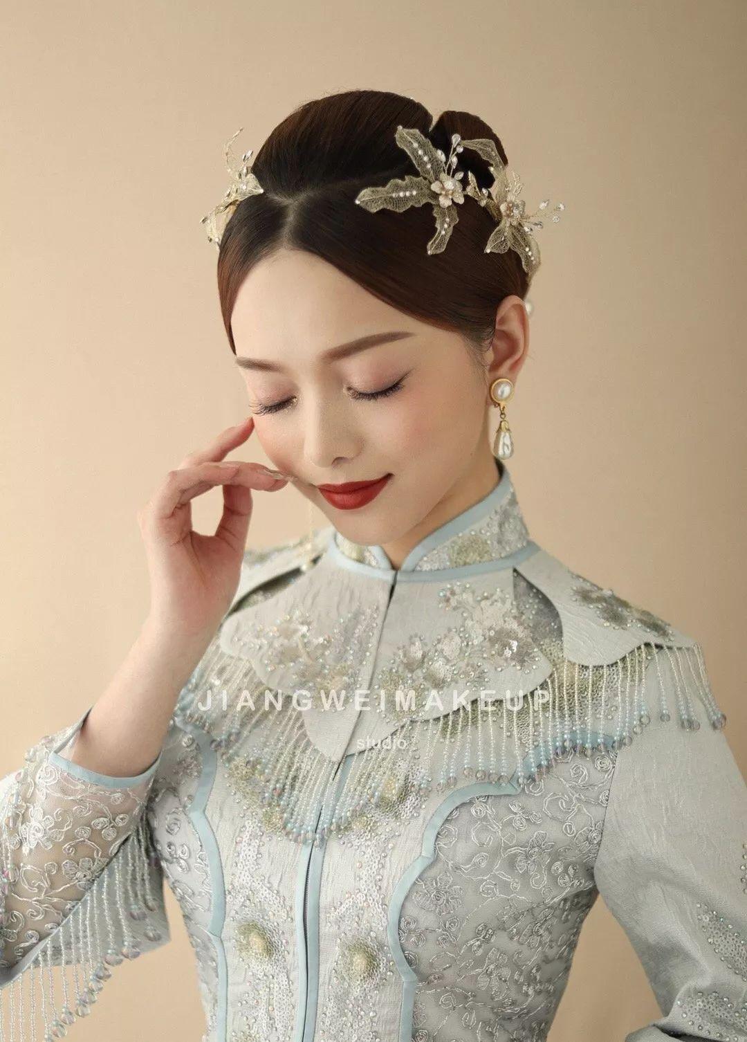 婚礼当天实用的中式新娘发型