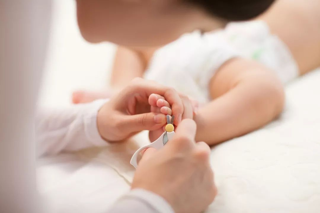 1.给宝宝剪指甲的时机选择