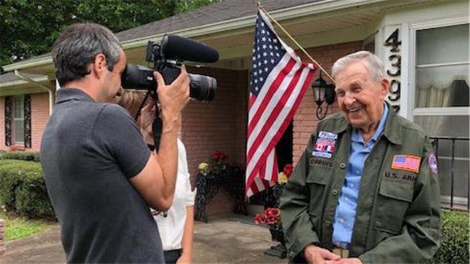 """原创 97岁美国老兵和92岁法国情人终相见:""""我爱了你75年"""""""