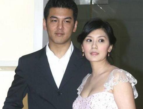 贾静雯带修杰楷参加大女毕业典礼并和前夫合影,曾为抢女对簿公堂