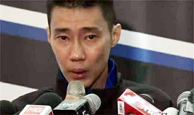原创            37岁李宗伟哭成泪人!经受癌症折磨再难坚持 悲痛宣布突发坏消息