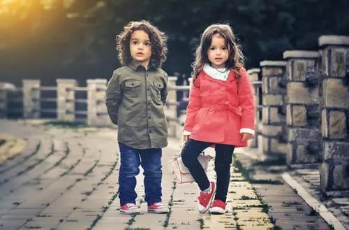 孩子3部位突出,意味长成大高个,别当成坏毛病