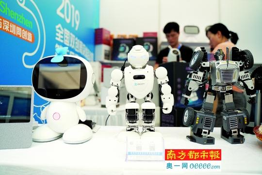 """载人无人机、AI+鼠标 来创客周体验""""黑科技"""""""