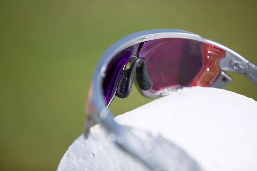 眼镜鼻贴怎么贴_高度近视不用愁:酷帕Aiolos定制骑行眼镜_镜片