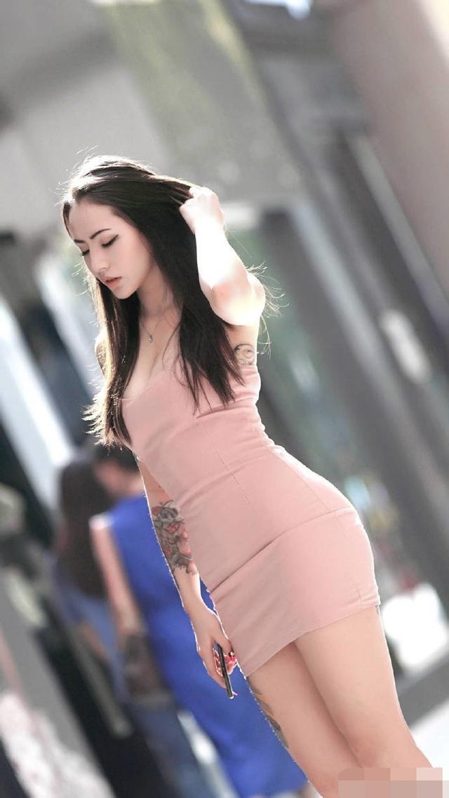 时尚街拍:高挑美女,貌似遇到了烦心事儿插图(4)
