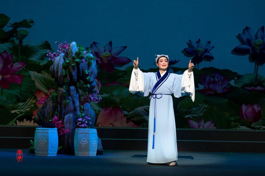 海外华人疯狂追戏,两地协作,越剧《追鱼》32年后再登新加坡