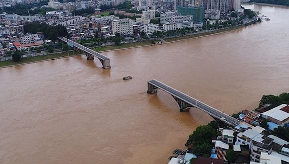 廣東河源東江大橋2孔垮塌致2車墜江,此前曾多次維修