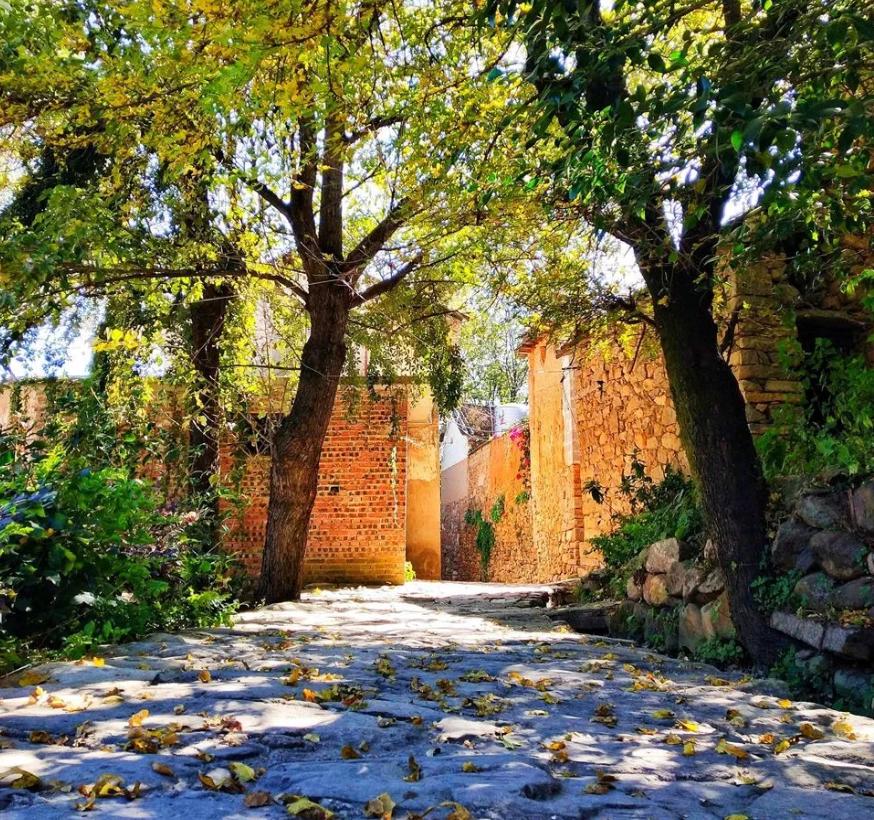 茶马古道仅存的石头村落,古道依稀铜铃响,但村人都搬走了!