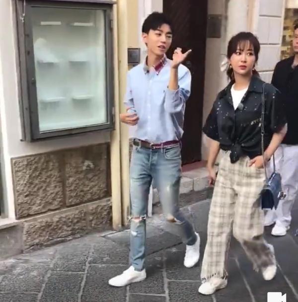 网友晒杨紫录综艺,未修图也不胖呀,穿阔腿裤气质很好!