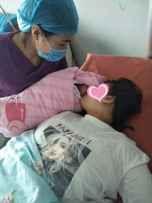 二胎宝宝平安顺产,她为何哭了……
