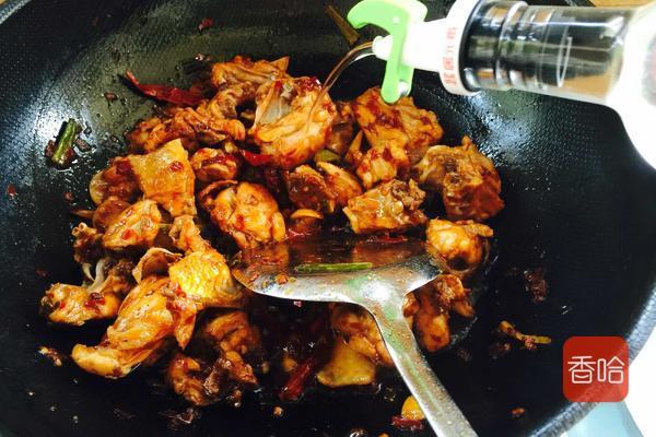 """鸡身上最脏的部位就是""""它"""",做菜熬汤一定要扔掉,很多人没注意"""