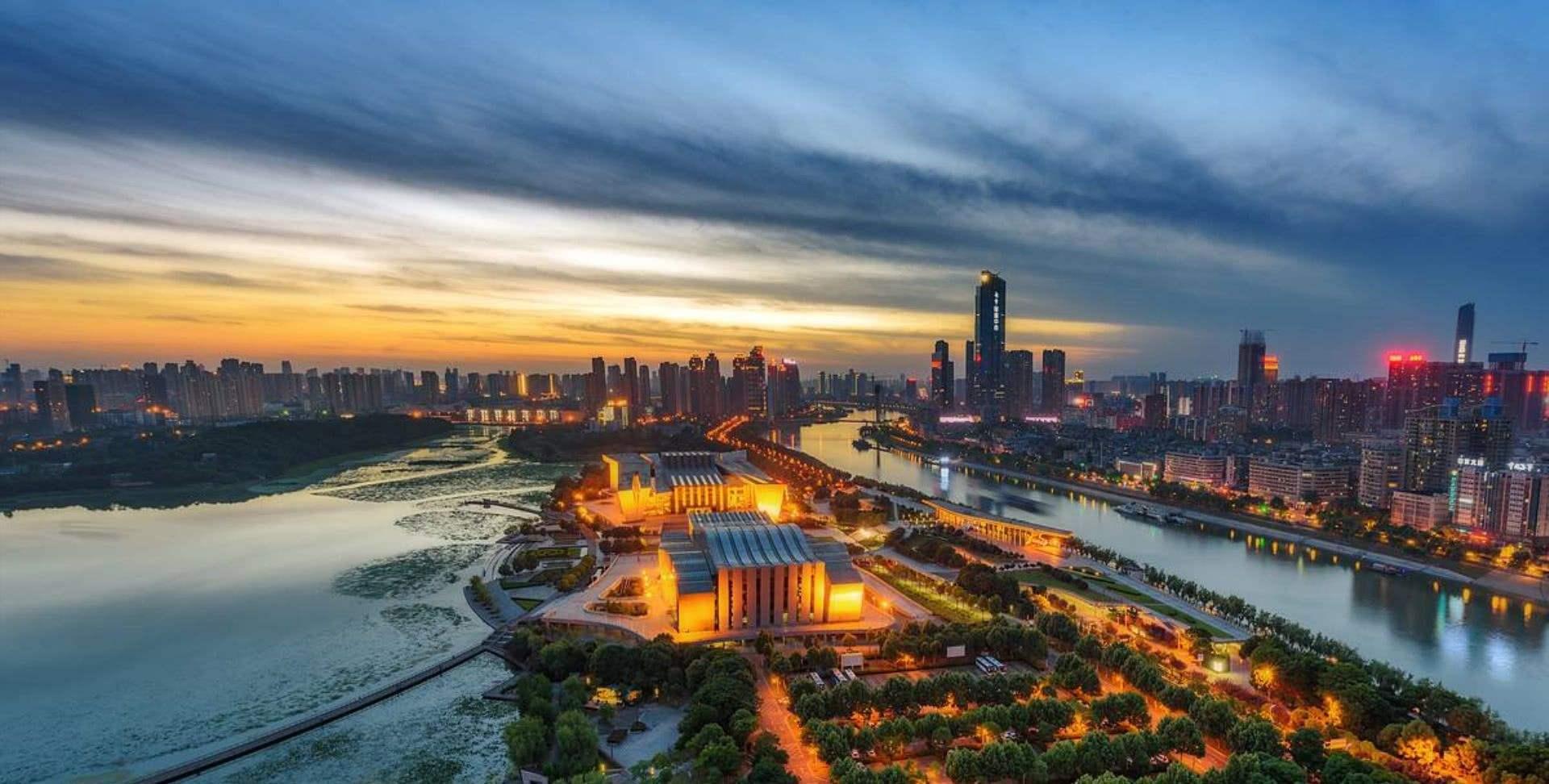 宜昌的经济总量在三线城市排名_宜昌城市图片欣赏