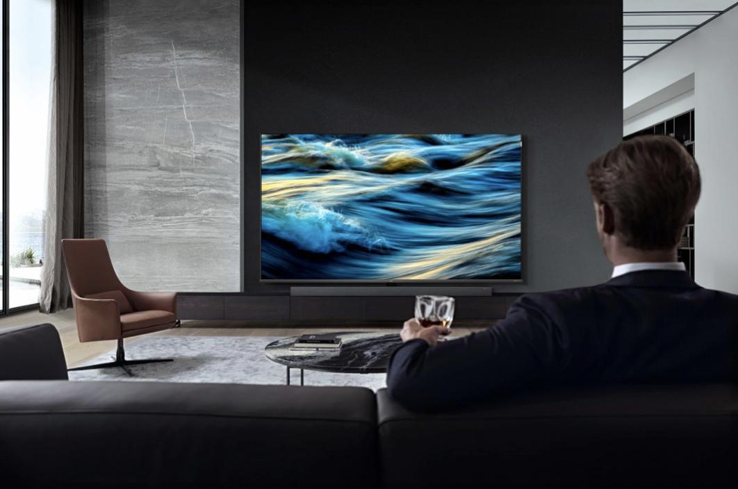 TCL Q7全场景AI电视,开口就能唤醒全屋家电的客厅新宠