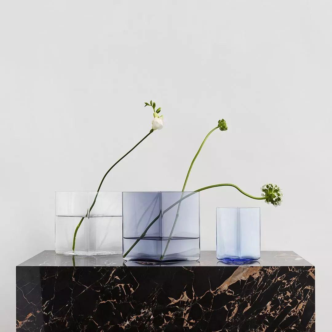 花瓶就该有花瓶的亚子,中看不中用有什么问题吗?(微笑