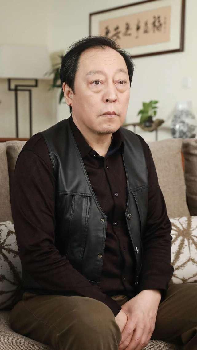 """白玉兰颁奖典礼:倪大红还原""""手磨咖啡""""梗,与朱一龙同框热聊"""