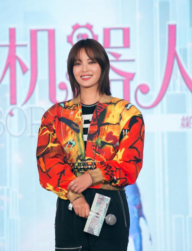 辛芷蕾挑战中国版《我的机器人女友》