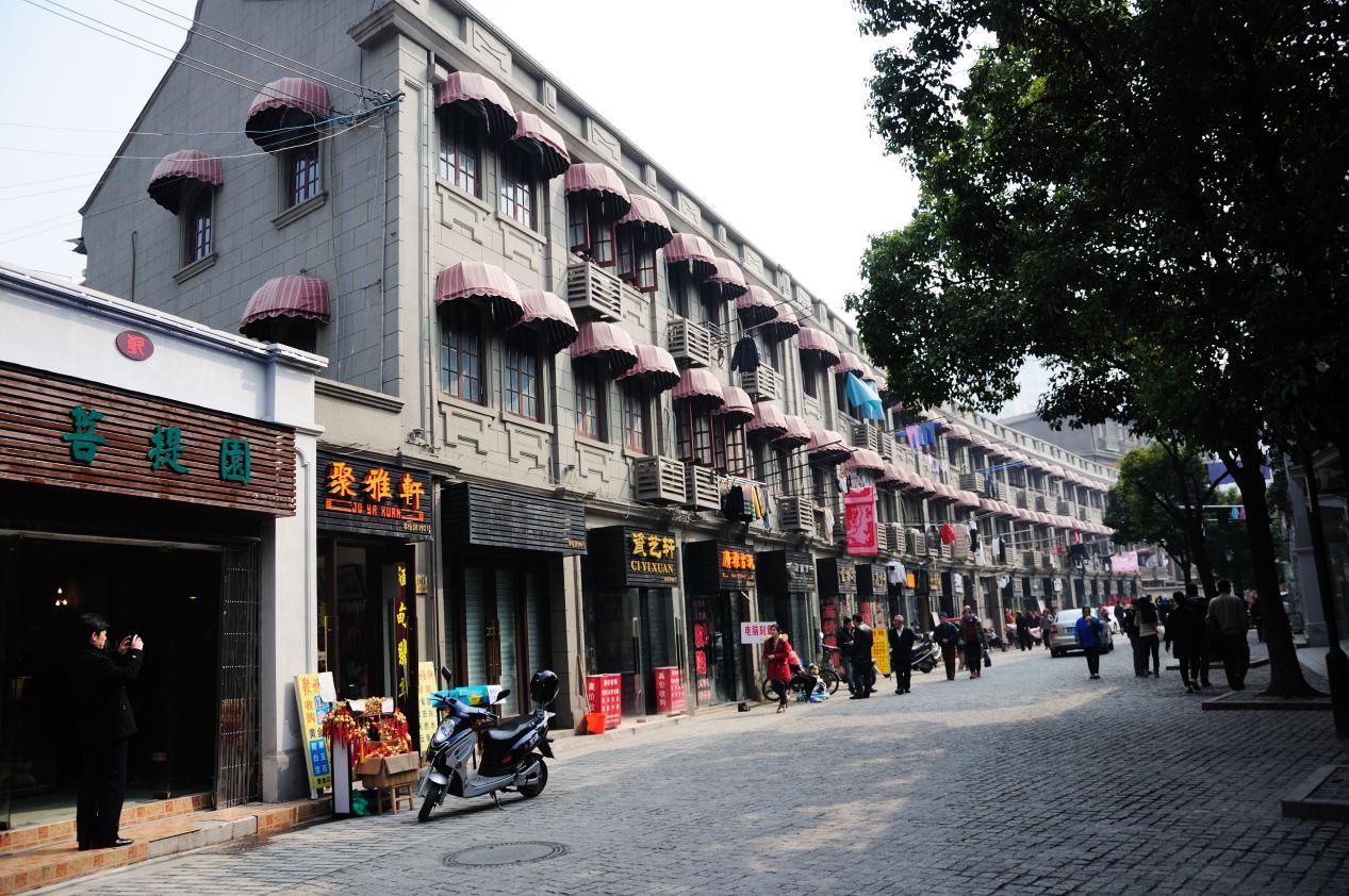 美国华裔在上海旅游一星期之后,无奈表示想要回美国!这是为何?