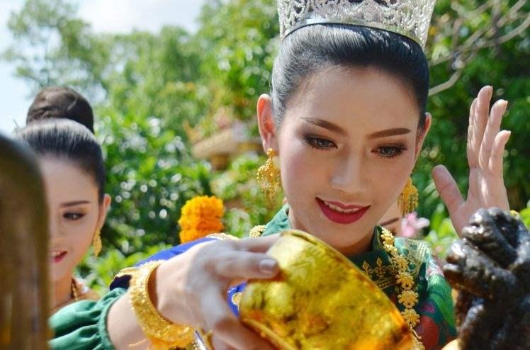 1万人民币兑换1282万老挝币,在老挝旅游够花