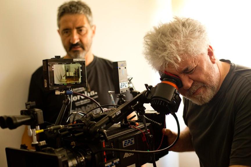 《崩溃边缘的女人》导演佩德罗·阿莫多瓦,荣获终身荣誉金狮奖