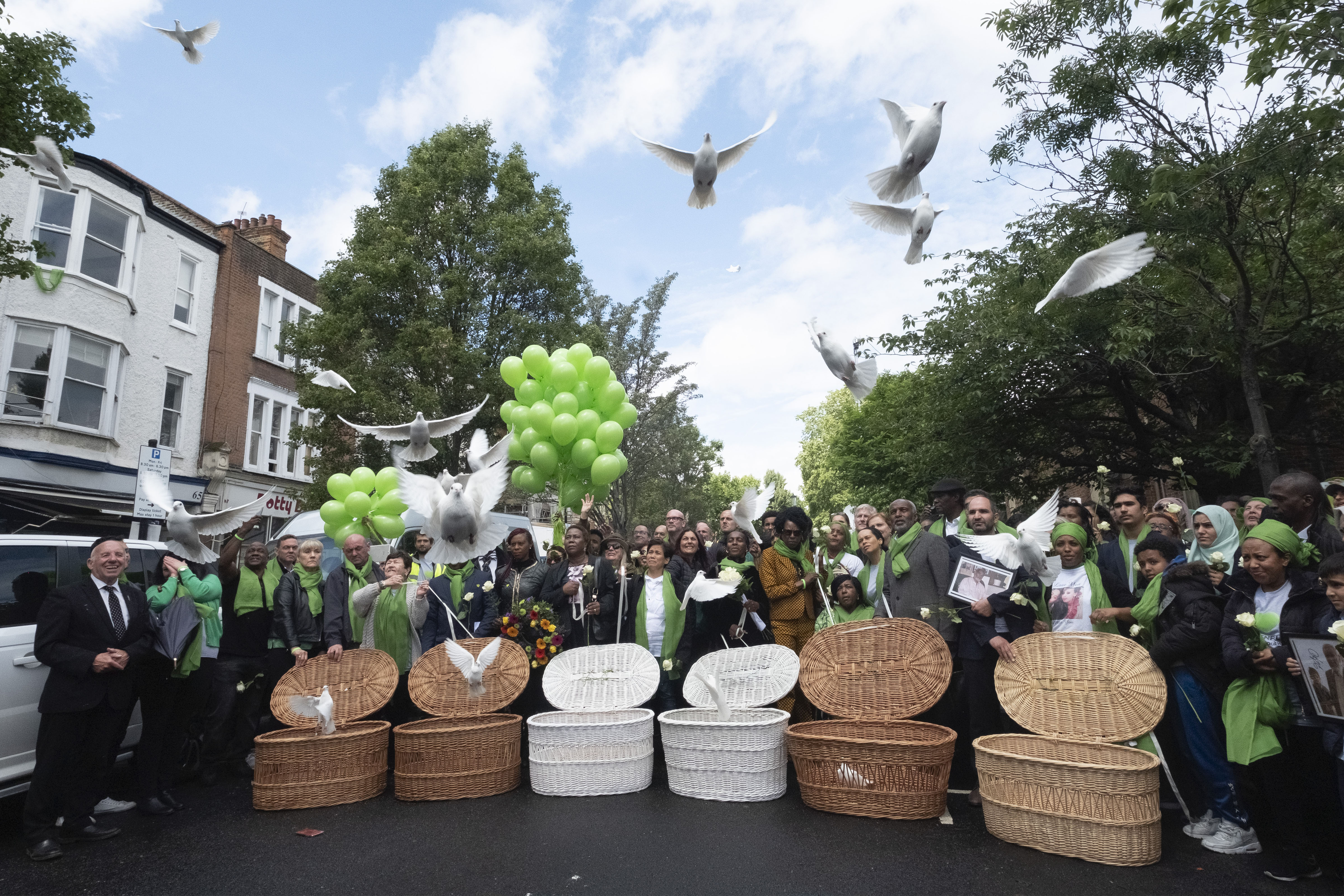 伦敦举行格伦费尔大火两周年纪念活动