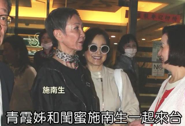 懒理热吻男子风波,林青霞台北看罗大佑演出,64岁仍女神范十足