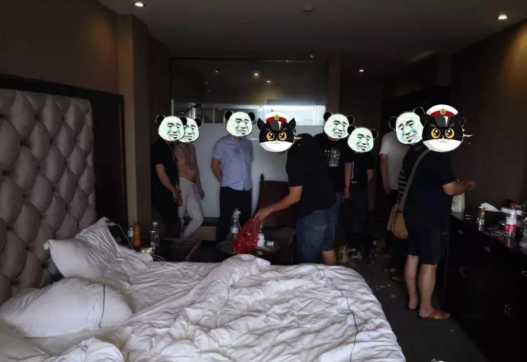 辣眼睛?桂林12男3女在房间内找