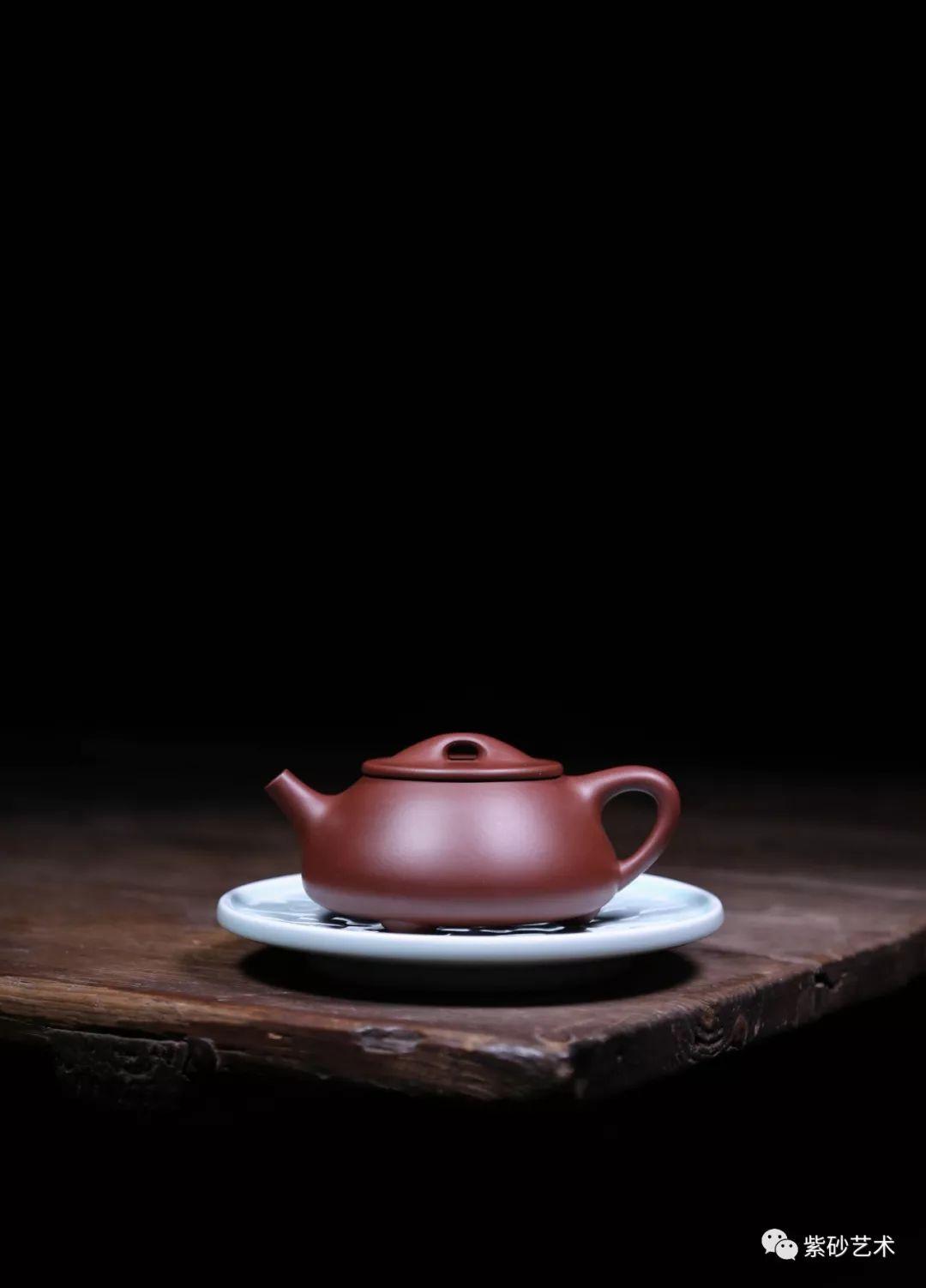 历史 正文  紫砂壶是泡茶名器,精品力作的紫砂壶,其材质,工艺,造型